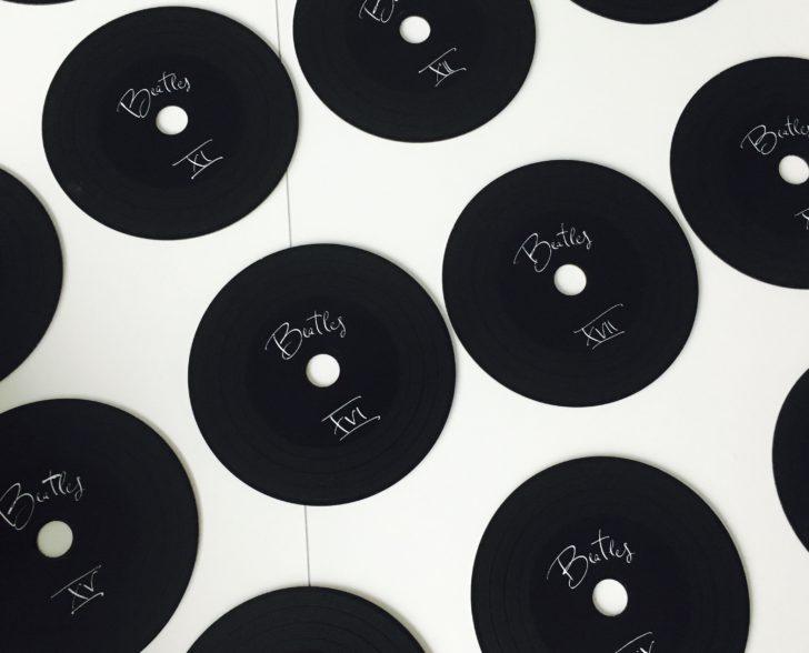 Tischname auf schwarzer Single