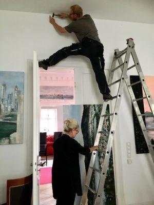 Ausstellungsvorbereitung läuft unter vollem Einsatz