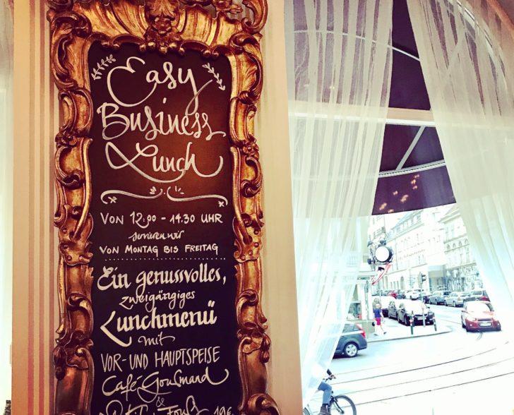 Restaurant Tafel Hotel Sans Sauci Wien