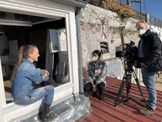 NDR Fernsehen Hamburg Journal – Atelier mit Aussicht: Jeannine Platz malt in der Strandperle